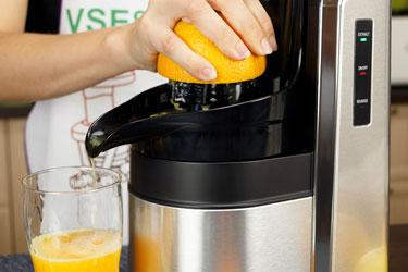 Лимонно-апельсиновый сок в соковыжималке Хуром Альфа Плюс (насадка для цитрусовых)