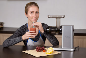 Бодрое утро с Hurom: мультисок из винограда, черри и лимона