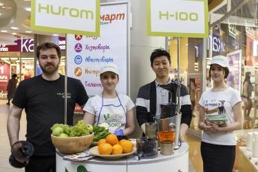Джейсон Ким на дегустации соков в петербургском ТРК «Атмосфера»