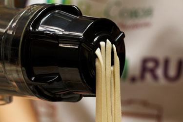 Домашняя лапша в соковыжималке Hurom Chef