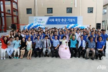 Сотрудники Angel на празднике в честь открытия нового офиса