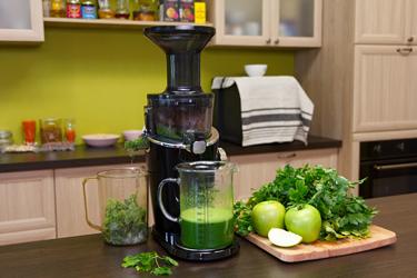 Зеленый сок в соковыжималке Hurom H-100