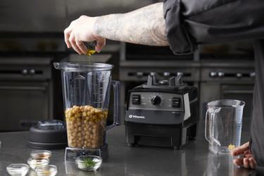 Чаша с ножами для сухих продуктов, установленная на блендер Vitamix Vita Prep 3