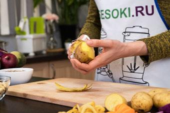 Чистка картофеля с помощью овощечистки Konstar