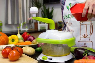 Приготовление омлета с помощью насадки для взбивания