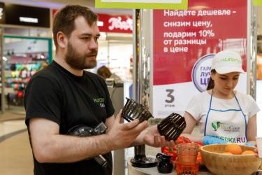Дмитрий рассказывает об инновационных фильтрующих элементах, заменивших сетку в соковыжималке