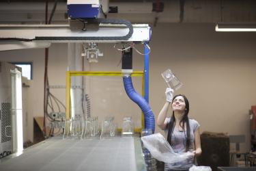 Цех проверки чаш для блендеров на фабрике Blendtec