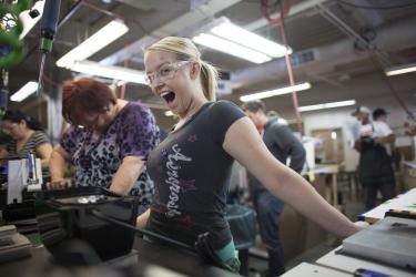 Цех проверки комплектации блендеров на фабрике Blendtec