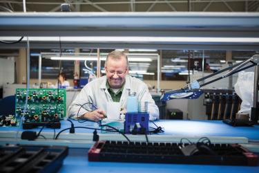 Цех плат управления для блендеров на фабрике Blendtec
