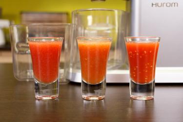 Сок из разных сортов томатов в Hurom Chef