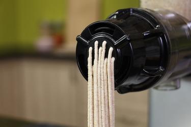 Домашняя паста с помощью носиков