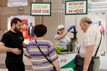 Дегустация соков в ТРК «Варшавский экспресс»