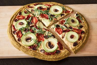 Сыроедческая пицца с овощами