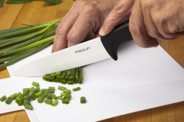 Нож в подарок мужчине или женщине