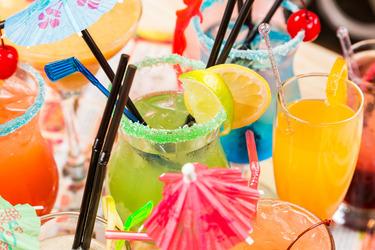 Возьмите соки за основу алкогольных коктейлей