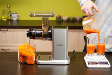 Морковный сок в соковыжималке Hurom Chef